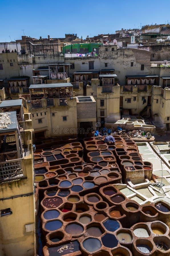 Marrocos, África, fez, dyehouses de couro da cidade do fez fotografia de stock royalty free