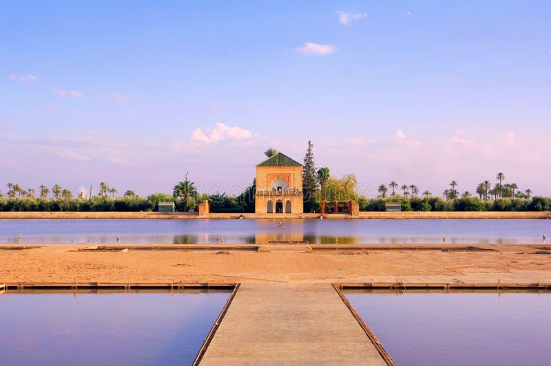 Marrocos, C4marraquexe: Jardim de Menara fotografia de stock royalty free