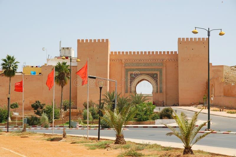 Marrocos, uma porta da cidade em Meknes imagem de stock