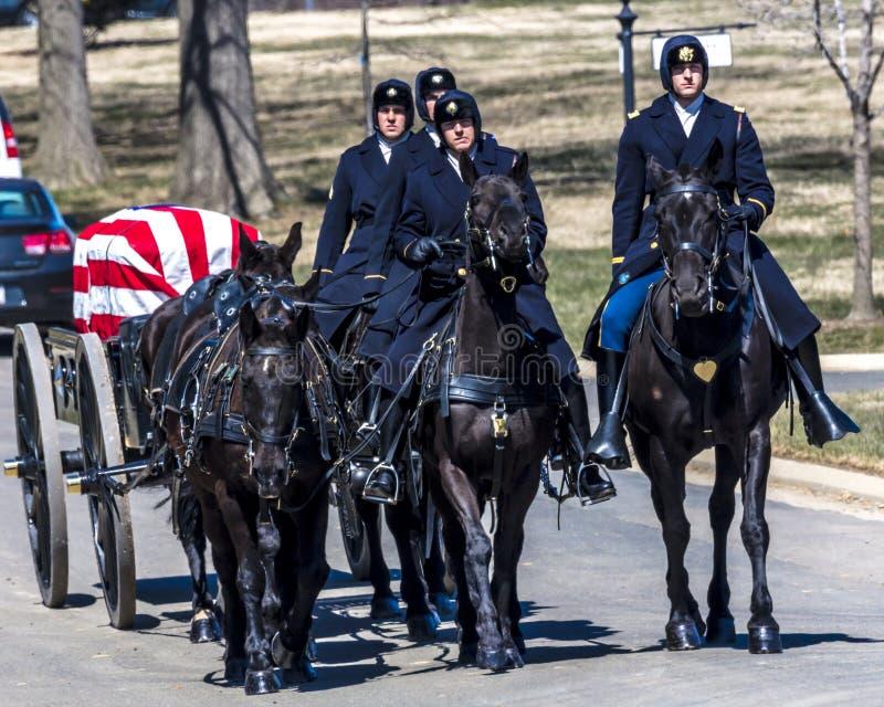 26 MARS 2018 - CIMETIÈRE D'ARLINGTON, LAVAGE D C - Enterrement au cimetière national d'Arlington, la Virginie, Militaires, blancs photographie stock