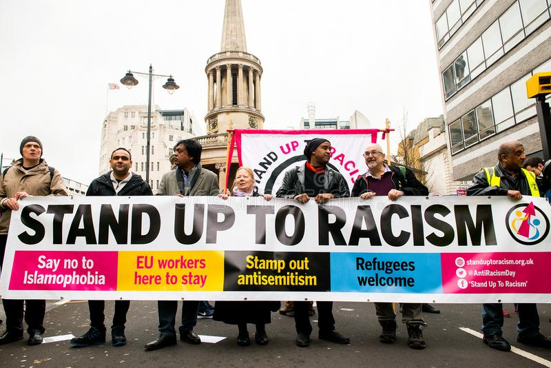 Mars contre le racisme - Londres, R-U photos stock