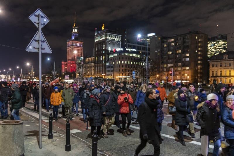 Mars en commémoration de maire assassiné Adamowicz In Warsaw photographie stock