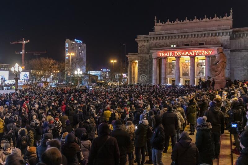 Mars i åminnelse av den mördade borgmästaren Adamowicz In Warsaw arkivfoto