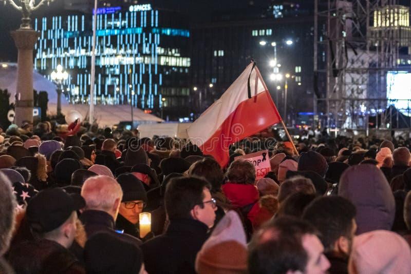 Mars i åminnelse av den mördade borgmästaren Adamowicz In Warsaw arkivfoton