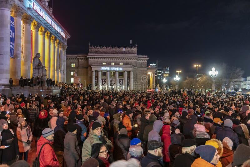 Mars i åminnelse av den mördade borgmästaren Adamowicz In Warsaw arkivbild