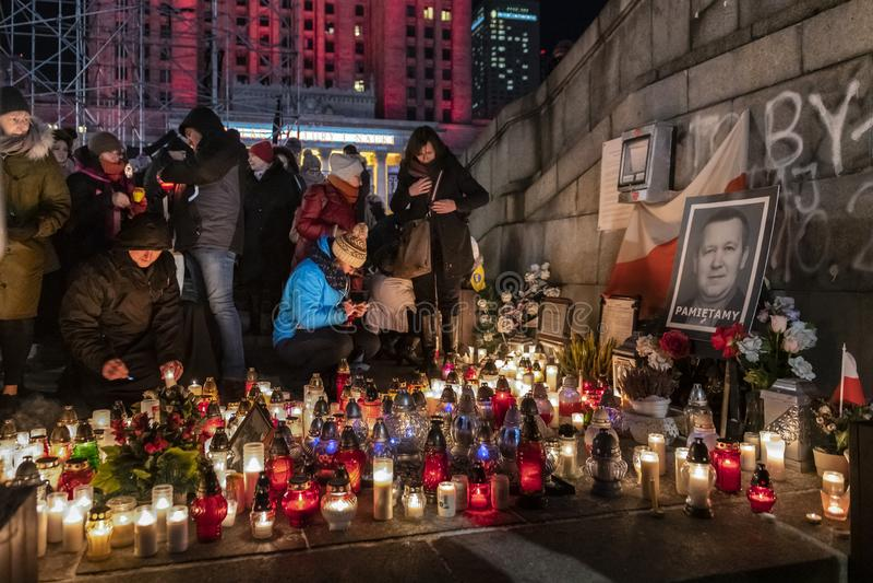 Mars i åminnelse av den mördade borgmästaren Adamowicz In Warsaw royaltyfri bild