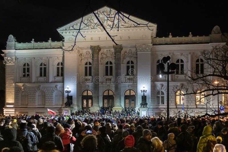Mars i åminnelse av den mördade borgmästaren Adamowicz In Warsaw arkivbilder