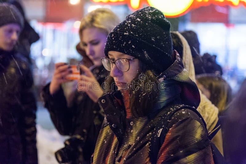 27 mars 2018, la RUSSIE, VORONEZH : L'action de commémorer les victimes du feu au centre commercial dans Kemerovo photos stock