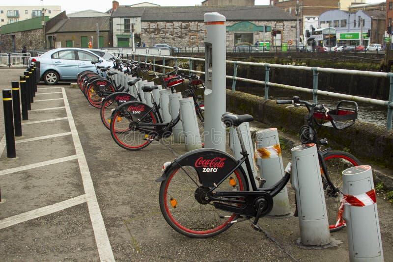 18 mars 2018 le coke populaire zéro supports de location de vélo sur le père Mathew Quay en Cork City Ireland photo stock
