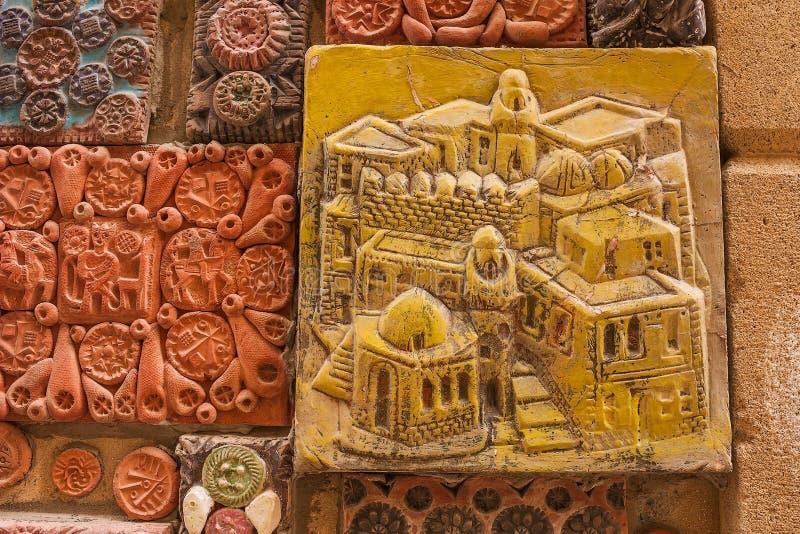 12 mars 2017 M Ruelle de Magomayev, Bakou, Azerbaïdjan Les fresques qui ont décoré les murs de la maison du l'artiste-sculpteur images stock