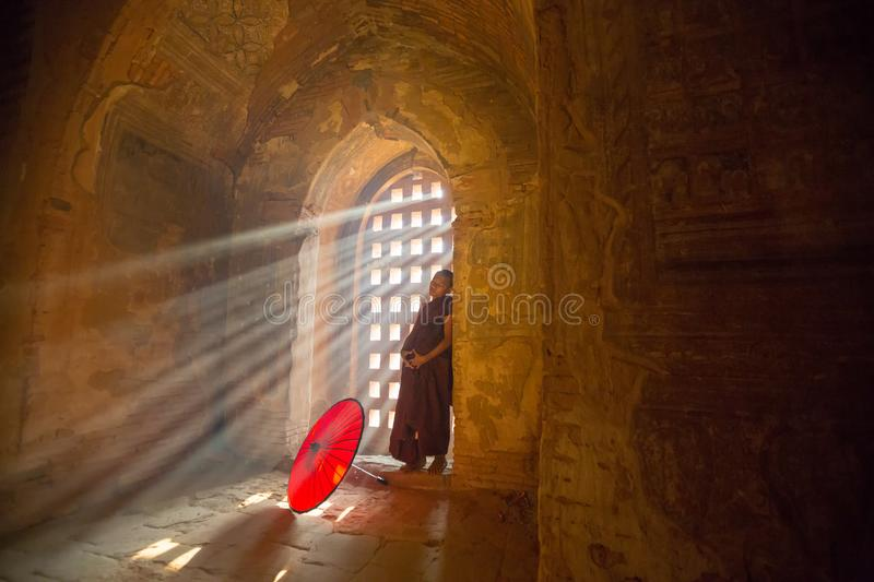 10 mars 2016 moine bouddhiste de vieux Bagan The novice de Myanmar Mandalay photo libre de droits