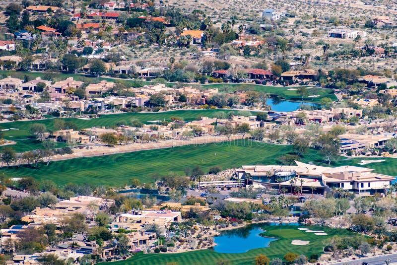 Mars 17, 2019 Palm Desert/CA/USA - flyg- sikt av Big Hornsemesterorten och Golf Club i Coachella Valley royaltyfria foton