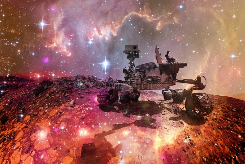 Mars Rover de curiosit? explorant la plan?te ext?rieure de Mars image stock