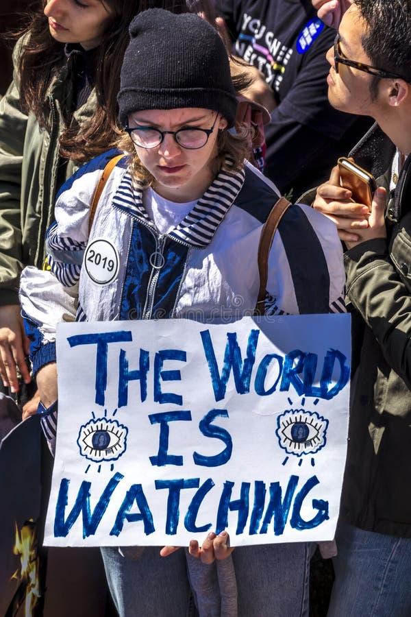 MARS 24, 2018: Washington D C hundratals tusentals protesterar mot NRA på den Pennsylvania avenyn Mot vårt royaltyfri fotografi