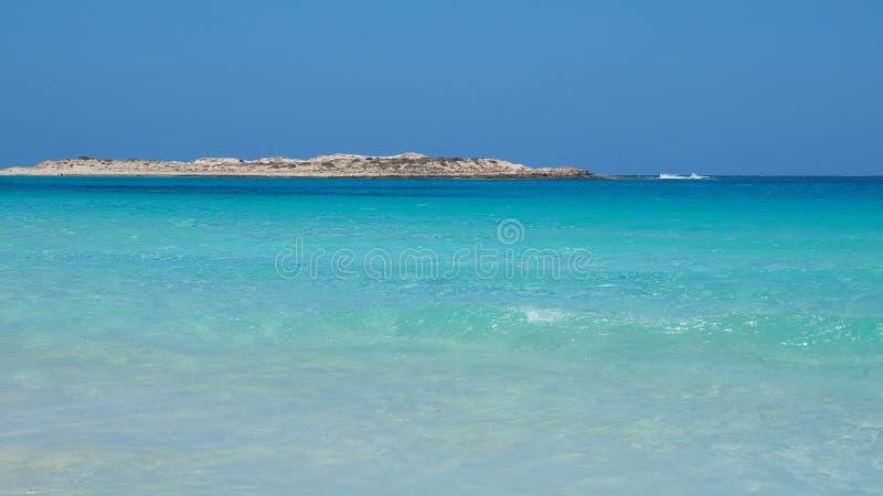 Marsa Matruh, Egipt Zadziwiający morze z tropikalnymi błękita, turkusowych i zielonych kolorami, Relaksujący kontekst Bajecznie w obraz stock
