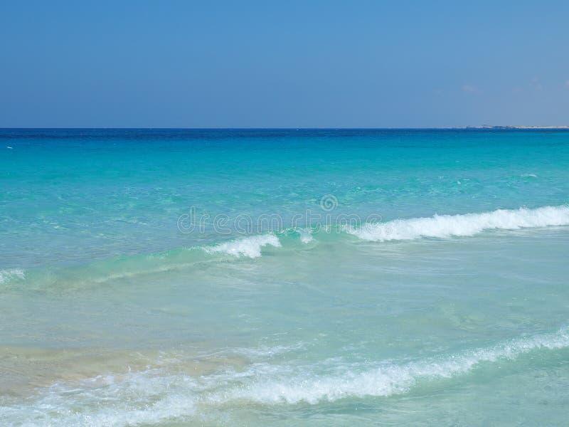 Marsa Matruh, Egipt Zadziwiający morze z tropikalnymi błękita, turkusowych i zielonych kolorami, Relaksujący kontekst Bajecznie w obrazy royalty free