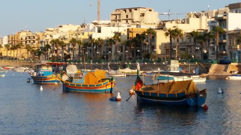 Marsaskala - aldeia piscatória velha na ilha de Malta fotos de stock royalty free