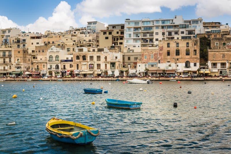 Marsaskala viejo y moderno, Malta foto de archivo