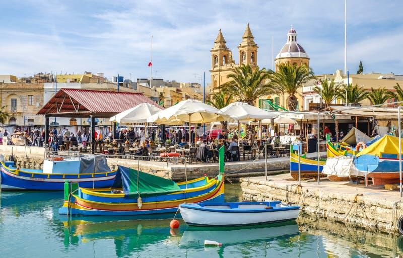 Marsaxlokk、马耳他、老渔夫村庄和重要游人a 图库摄影