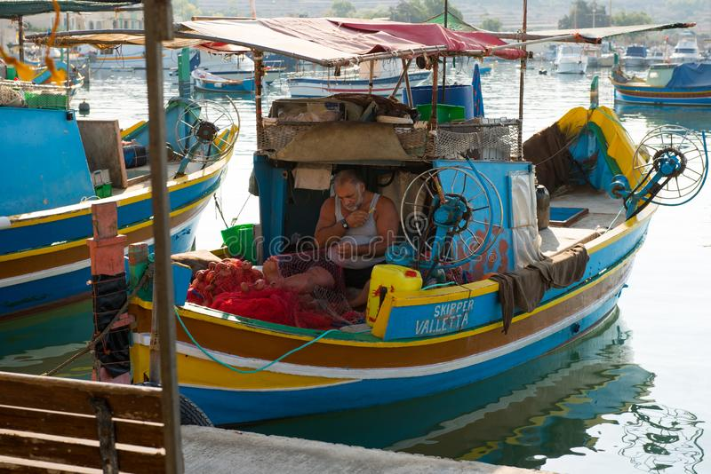 Marsaxlokk-Fischerdorfhafen mit Booten stockbild