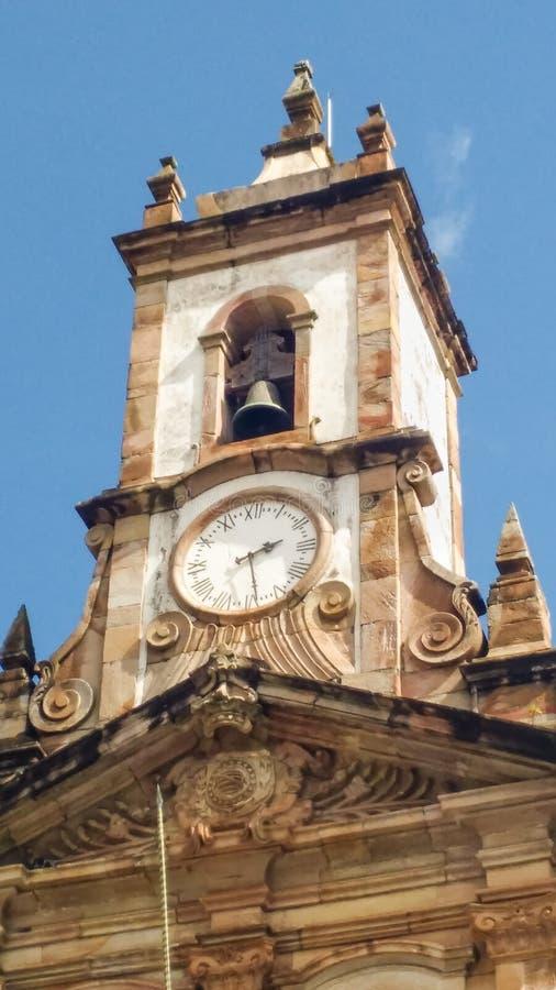 Marschera 25, 2016, historisk cide av Ouro Preto, Minas Gerais, Brasilien, torn av det tidigare lagstiftnings- huset royaltyfri bild