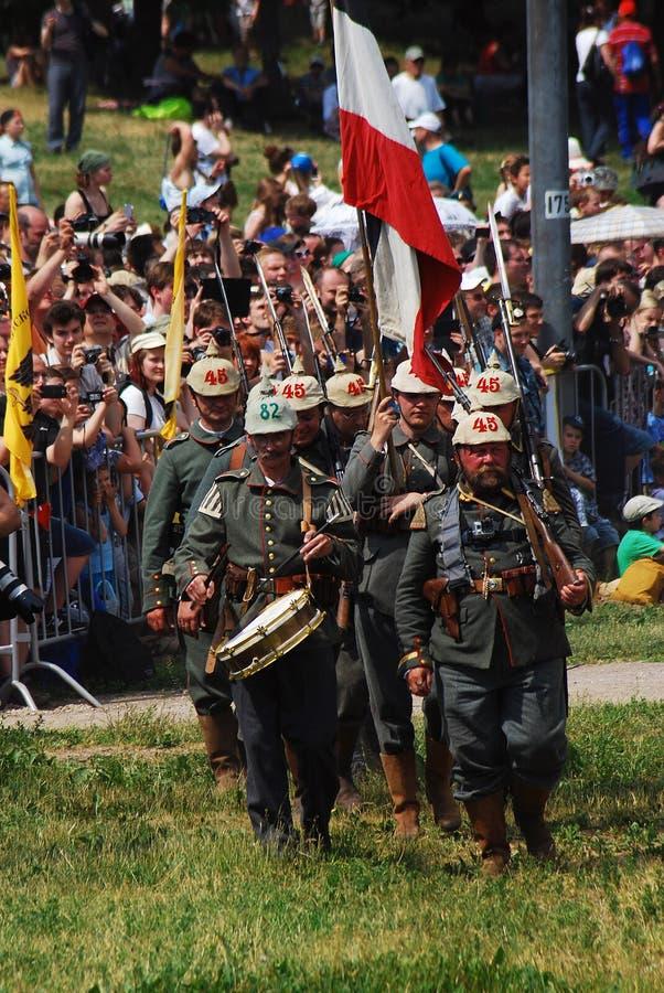 Marschierende deutsche Soldaten stockbild