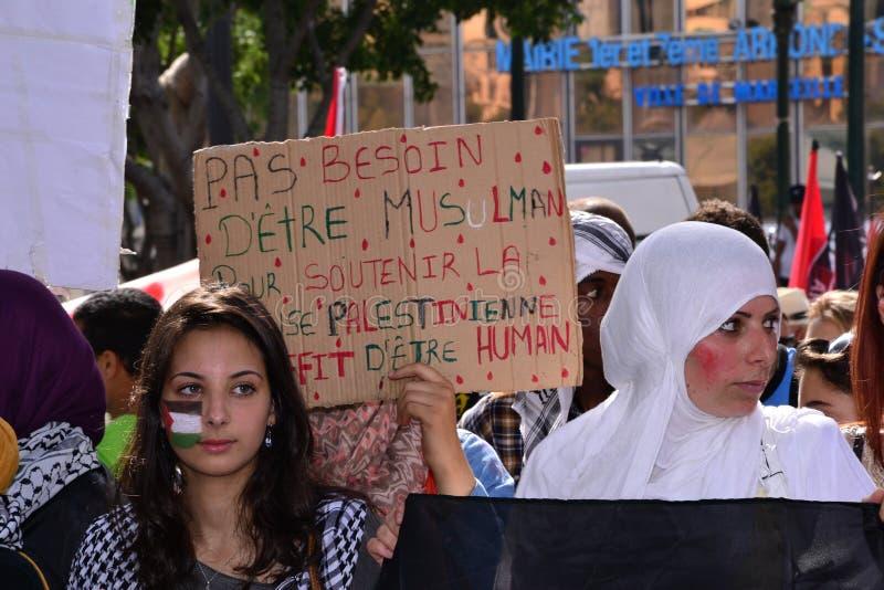 Marseille, Frankrijk - Augustus 9, 2014: De protesteerder verzamelt zich tijdens demonstratieÃ stock afbeelding