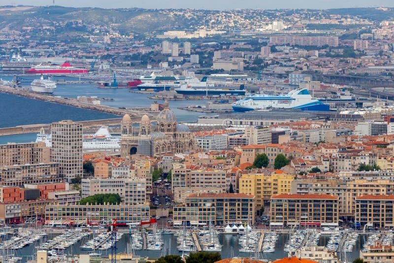 marseille Vogelperspektive des alten und neuen Hafens mit Schiffen und Yachten lizenzfreie stockfotografie