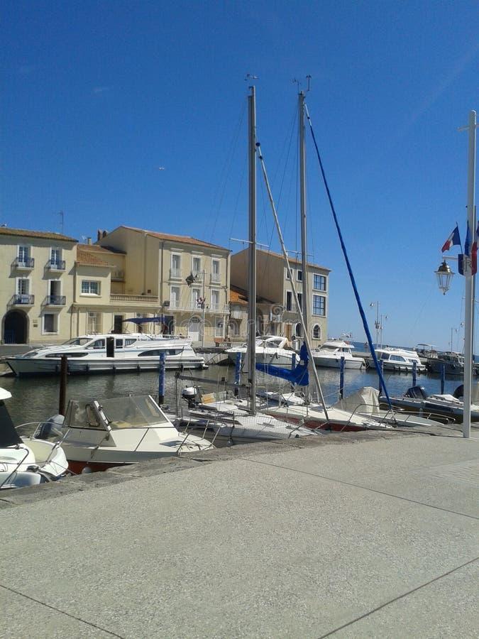 Marseillian, de haven van Frankrijk met boten en gebouwen stock fotografie