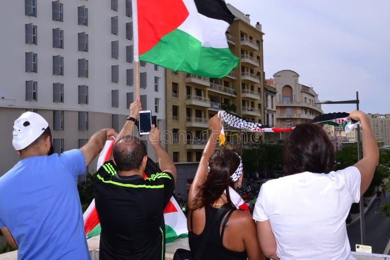 Marsella, Francia - 9 de agosto de 2014: Frunce del manifestante durante la demostraciónde à imagen de archivo
