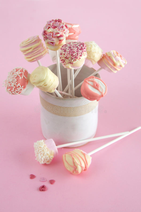 Free Marshmallow And Chocolate Pops For Valentines Day Stock Photo - 28529160