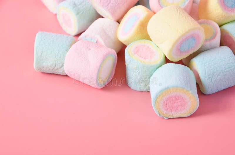 Marshmallow Kolorowy na różowym tle fotografia royalty free