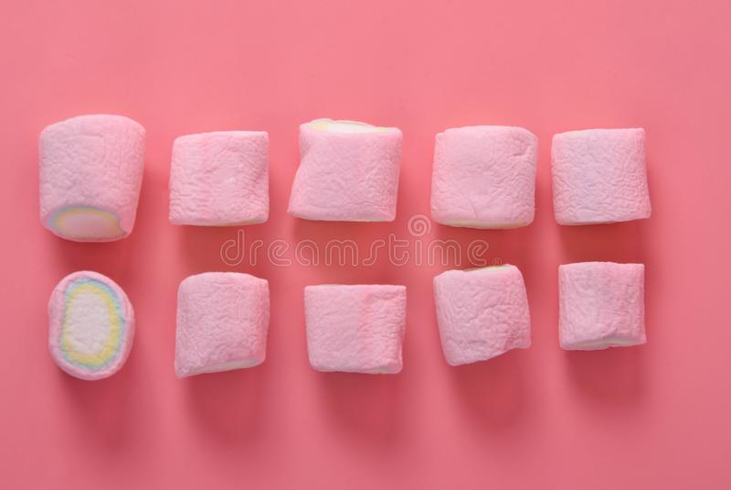 Marshmallow Kolorowy na różowym tle obrazy stock