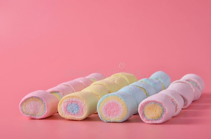 Marshmallow Kolorowy na różowym tle zdjęcia stock