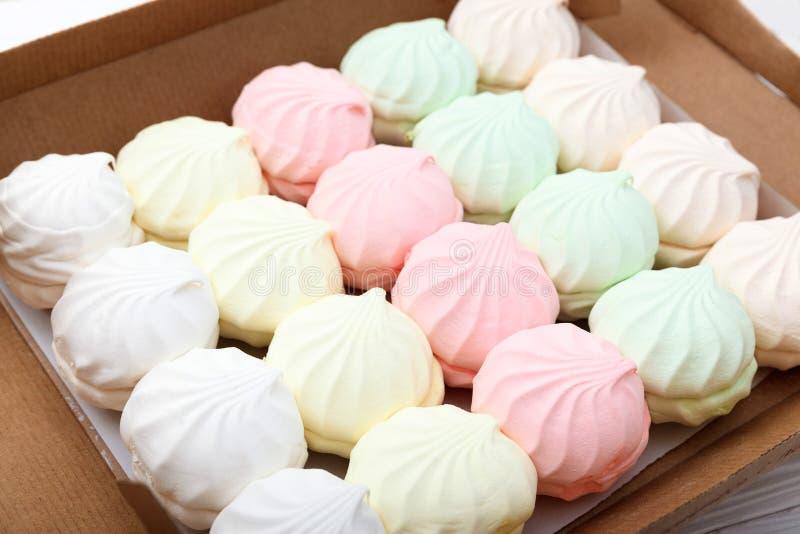Marshmallow w kartonie zdjęcia stock