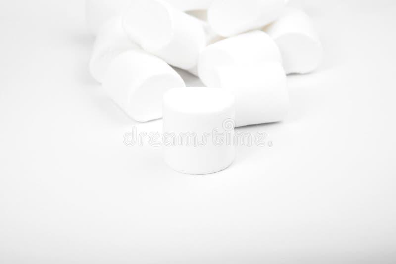 Marshmallows no branco sweetness foto de stock royalty free