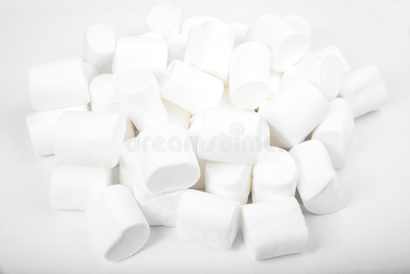 Marshmallows no branco sweetness foto de stock
