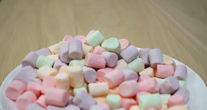 marshmallows Tło lub tekstura kolorowi mini marshmallows fotografia stock