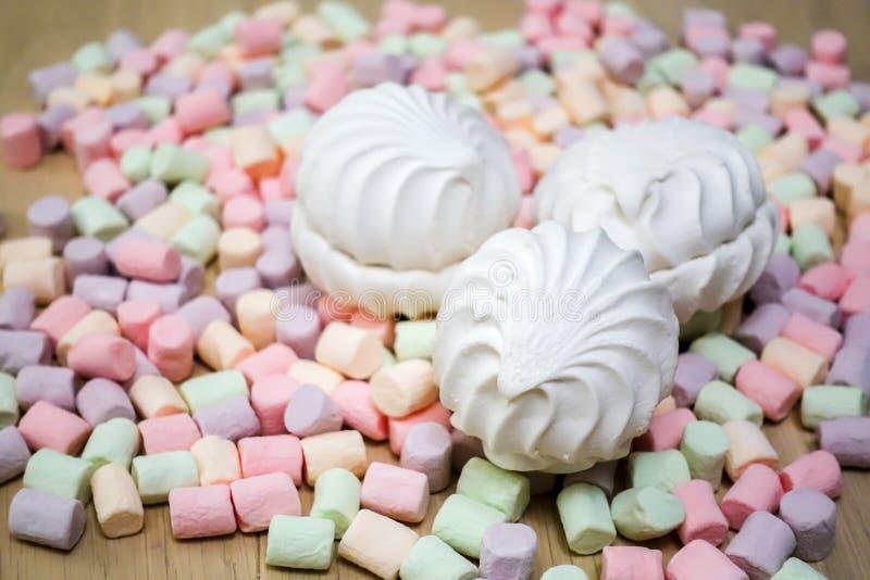marshmallows Tło lub tekstura kolorowi mini marshmallows obrazy stock