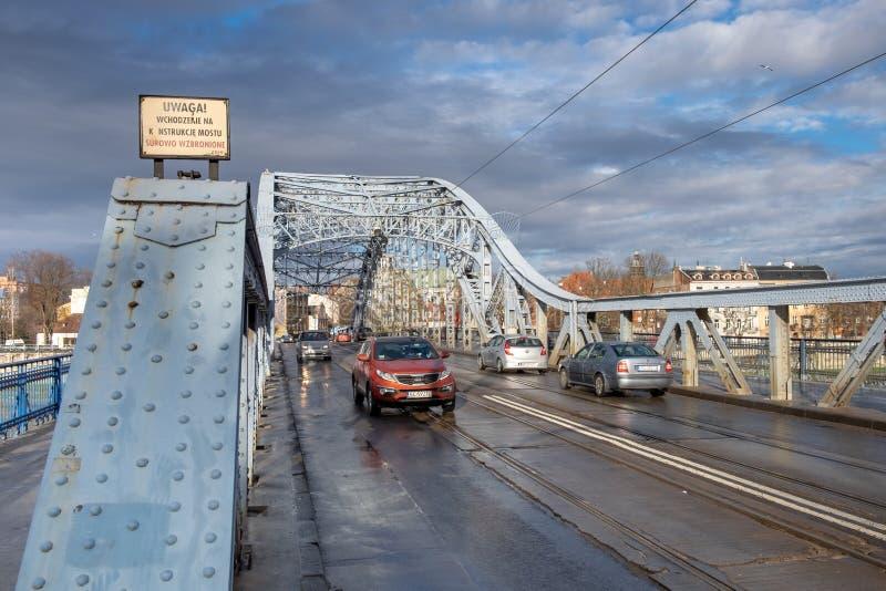 Marskalk Jozef Pilsudski Bridge p? Vistula River krakow poland royaltyfria foton