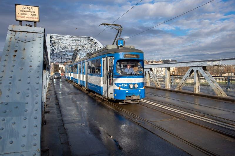 Marskalk Jozef Pilsudski Bridge p? Vistula River krakow poland arkivbilder