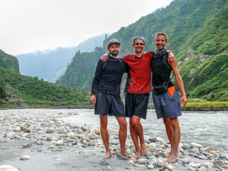 Marsyangdi flod nära den Tal byn - Nepal arkivbild
