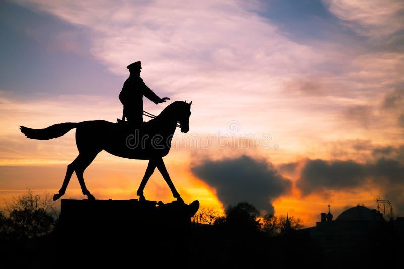 Marszałka Zhukov pomnikowa sylwetka w Moskwa przy zmierzchem zdjęcie stock