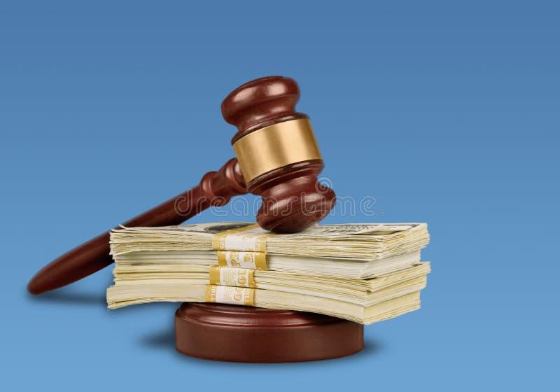 Marteau d'échelle de justice images stock