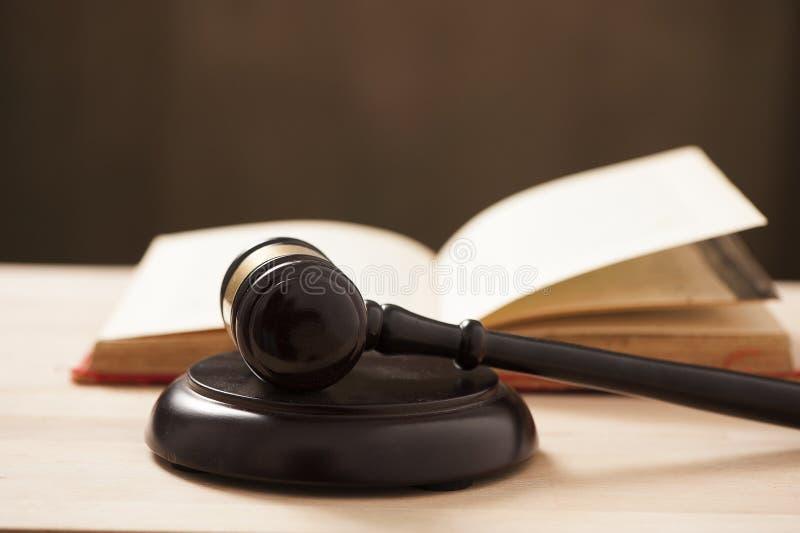 Marteau de cour de juges photos stock