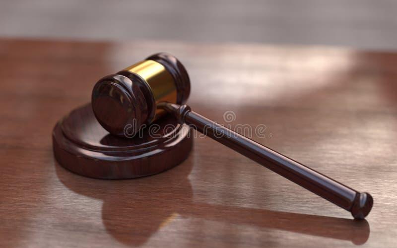 Marteau de juge sur le fond en bois brun image libre de droits