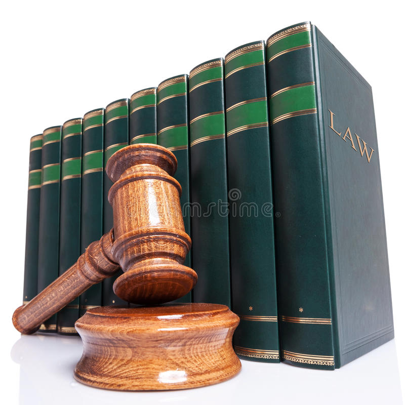 Marteau de juges et livres de loi image libre de droits