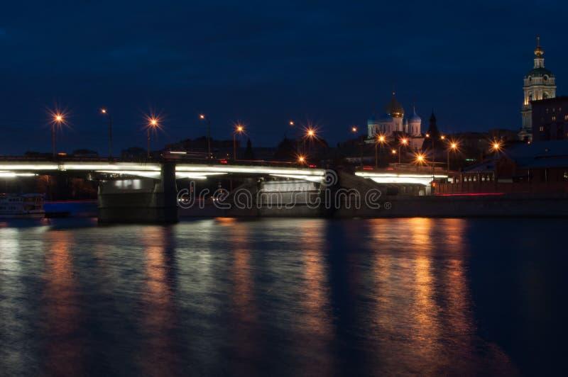 40 martelarenkerk bij nacht stock afbeelding