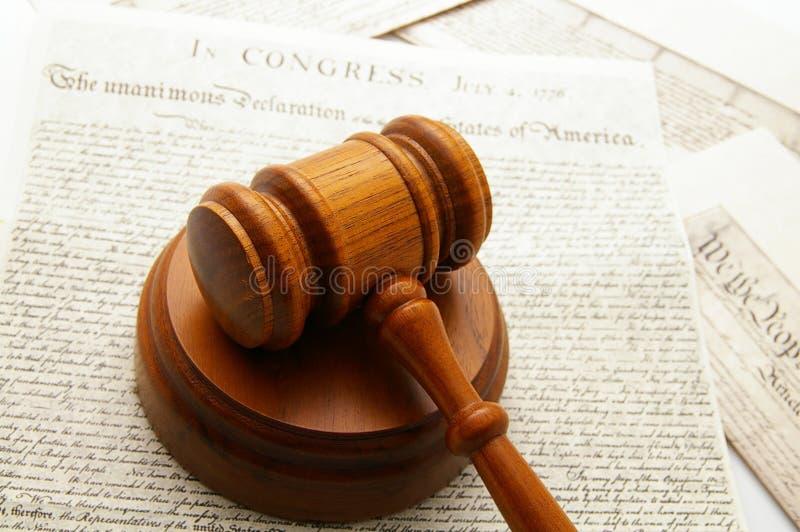 Martelletto e documenti immagini stock libere da diritti