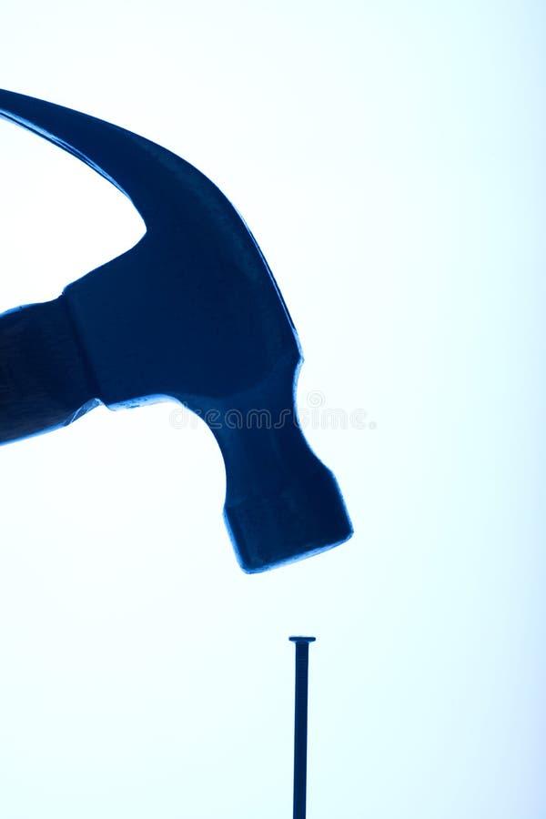 Martello e chiodo fotografie stock